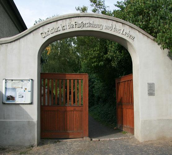 Bergfriedhof-Beucha-Eingangstor2