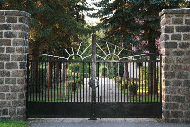 Neuer-Friedhof-Naunhof-Eingang1