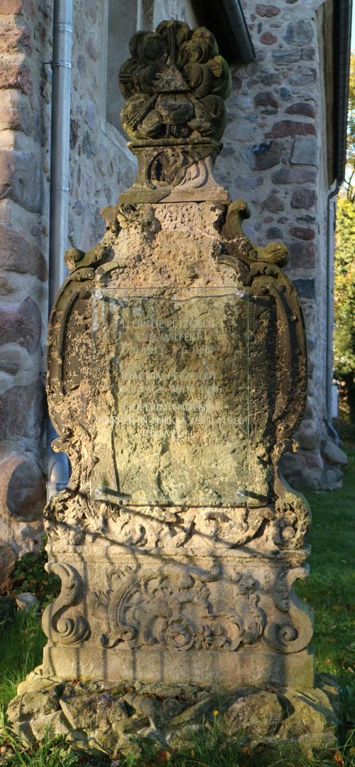 Denkmal-an-Kirche_1