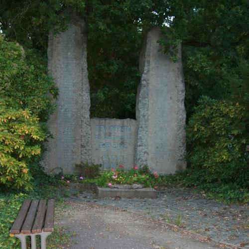 Alter-Friedhof-Naunhof-Denkmal1