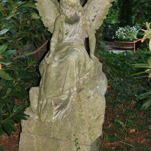 Alter-Friedhof-Naunhof-Statue1