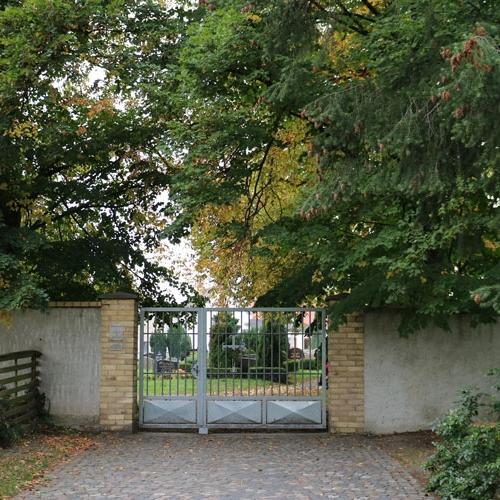 Eingang-Alter-Friedhof-Machern_1