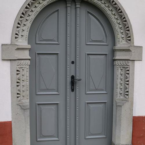 Eingang-Kirche-alter-FH-Machern_1
