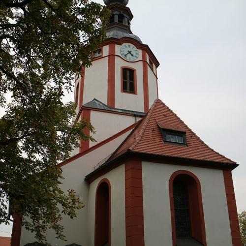 Kirche-aussen-Fh-Machern_1